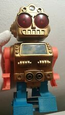 VINTAGE SPACE ROBOT TOY MADE IN  JAPAN ADJUSTABLE LEVEL BATT. OPERATED ORIGINAL