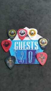 Picks Guns N Roses,7 guitar picks and  sticky pass