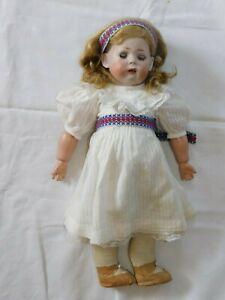 Frühe Puppe mit weißen Kleid gemarkt K und W 1070 König & Wernicke!