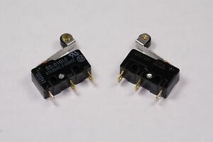 Lot of 2 SS-01GL2 Omron Hinge Roller Switch SPDT 125VAC 30VDC 0.1A Chassis NOS
