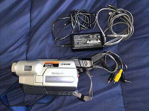 Sony CCD-TRV318 8mm HI8 Video8 camera Camcorder VCR Player Video Transfer