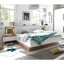 Bettanlage Capri Wildeiche weiß Hirnholz mit 2 Nachtkommoden inkl. LED 180x200
