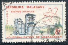 TIMBRE DE MADAGASCAR N°373 OBLITERE INDUSTRIALISATION DE MADAGASCAR