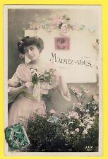 """cpa Fantaisie Femme Fleurs """" M'AIMEZ VOUS """" YOU LOVE ME à Alice BONNET de PARIS"""