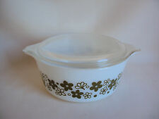 VINTAGE PYREX # 472-B WHITE / GREEN DAISY 750 ML CASSEROLE WITH LID