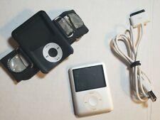 Apple iPod nano 3rd Generation SILVER (4 GB) USED BUNDLE