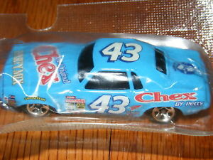 HOT WHEELS '70 PLYMOUTH BARRACUDA #43 CHEX PARTY MIX CAR SEALED