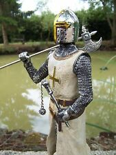 15129 FIGURINE  STATUETTE CHEVALIER  ARMURE CROISE TEMPLIER  MEDIEVAL