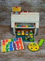 VINTAGE FISHER PRICE PLAY FAMILY SCHOOL 1971