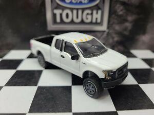 1:64 Custom 2015 XLT Ford F150 lifted  mud 4WD truck Pickup Farm DCP ertl 4x4