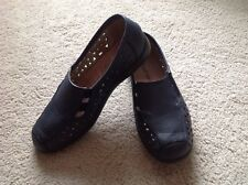 WOMENS NAVY BLUE SHOES BY BOULEVARD SIZE 6