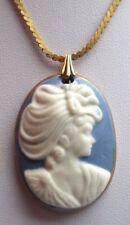 pendentif chaîne collier bijou vintage 80 couleur or camée buste femme bleu 190