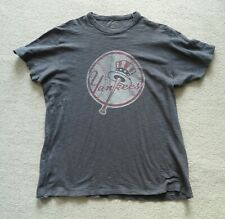 New York Yankees Oficial Clubhouse T-shirt look se desvaneció carbón de gran tamaño de Talla M