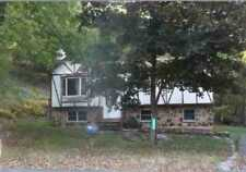 Beautiful 3 Bedroom, 2.5 Bathrooms Bi-level in the Poconos - GREAT PROPERTY!