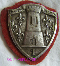 IN8985 - 1° Régiment de Cuirassiers, insigne de béret, dos vaguelé