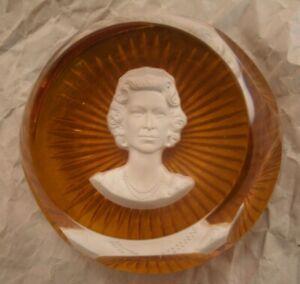 Baccarat Glass Paperweight Elizabeth II cameo sulphide starburst base Royal Came