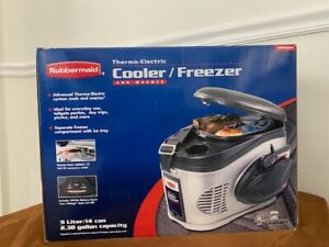 Car Thermo Electric Cooler Freezer and Warmer VEC212FRB NEW in BOX -RUBBERMAID