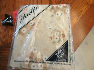 Zody's Vintage 1970's Pacific twin flat Sheet New in package Hippy Flowers