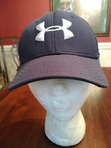 Under Armour Ball Cap in Black Youth OSFA Gently Worn
