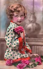 BL085 Carte Photo vintage card RPPC Enfant fantaisie pyjama kimono fleurs studio
