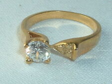 VINTAGE WHITE CRYSTAL SOLITAIRE RING SIZE 8 GOLD TONE
