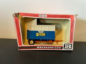 BRITAINS 1:32 SCALE BLUE TIPPING TRAILER