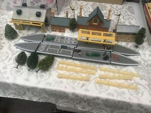 oo gauge Job Lot Of Hornby Station buildings & Platforms Etc