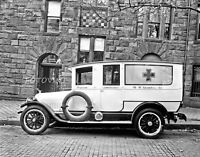c.1920 PRIVATE AMBULANCE W.W. Chambers Co - 8x10 Photo - Rescue Vehicle Picture