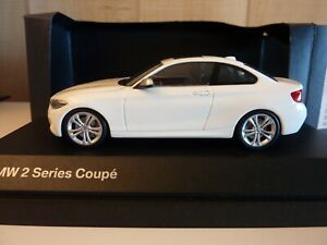 BMW SERIE 2 COUPE MINICHAMPS 1:43 BLANC