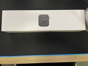 Apple Watch Series 5 40mm Space Black Titanium Case Cellular
