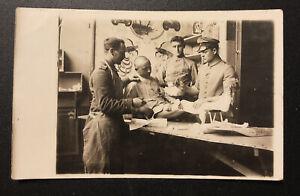 Postkarte Wk1 Foto Soldaten -  Militär Ärzte bei Wundbehandlung