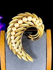 PERFECT FALL 1960'S CROWN TRIFARI GOLD-TONE FAUX PEARL CURLED FLORAL LEAF BROOCH