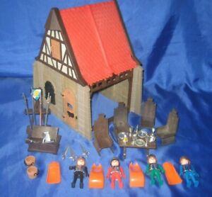 älteres Playmobil /Ritter /Klicky /   Fachwerkhaus mit Chromritter