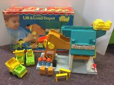 Vintage1976 Fisher Price Lift and Load Depot Playset #942 Little People