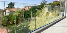 Garde corps en verre sur rail avec main courante E-NAO