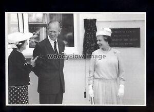 er444 - Queen Elizabeth & Prince Philip Duke of Edinburgh @ Sark 1989 -postcard