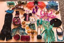 Monster High Accessories lot Shoes, Clothes,stand parts, purses!! (38PIECES)