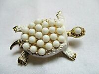 VINTAGE GOLD TONE METAL WITH WHITE STONES ADORABLE TURTLE PIN BROOCH
