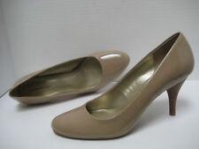 New BANDOLINO Womens COURTEOUS Dark Nude Patent Modest Toe Stacked Heel PUMP 11M