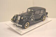 Entex 1/16. Packard Formal Sedan 12 cyl. 1937. Réf. K9002. Maquette sur socle.