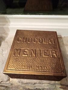 Ancienne boite publicitaire Chocolat Menier ( tablettes 15)  tôle dorée,gauffrée