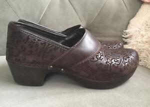 Dansko Prima Etched Design Brown Leather Size 39 Low Heel Clogs Shoes 8.5