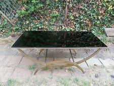 TABLE BASSE SUR PIEDS - OSSATURE EN BRONZE AVEC VERRE NOIR