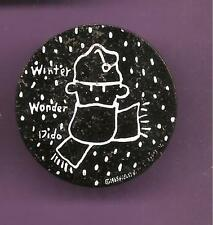 Pin's pin FIDO DIDO WINTER WONDER DIDO SUR FOND NOIR GRAND MODELE