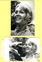 CINE. DEBBIE REYNOLDS. LOTE DE DOS FOTOS B./N.DE AGENCIA (KEYSTONE) DE 1971