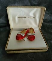 Vintage MORGAN TAYLOR BROOCH gold tone red wizard of oz Dorothy's shoes SIGNED