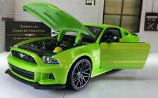 Modellini statici di auto, furgoni e camion verde Maisto
