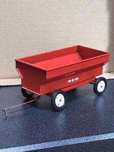 Vintage Carter TRU-SCALE #402 Red Farm Grain Hopper Wagon Pressed Metal Toy