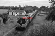 PHOTO  NAVAN IRISH RAIL 121 CLASS DIESEL LOCOMOTIVE NO. 130 PASSING DULEEK HEADI