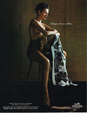 PUBLICITE ADVERTISING 025  1997  HERMES   carré foulard  TANZANIE short KELLY